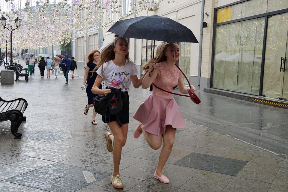 В субботу в некоторых районах Москвы и области пройдут короткие дожди с грозами