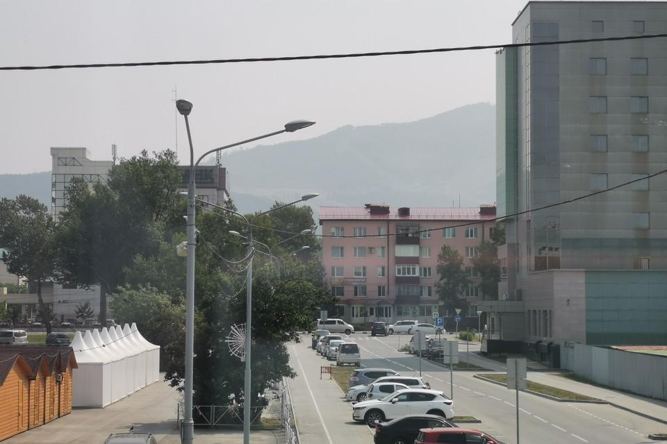 Дым дополз до Южно-Сахалинска