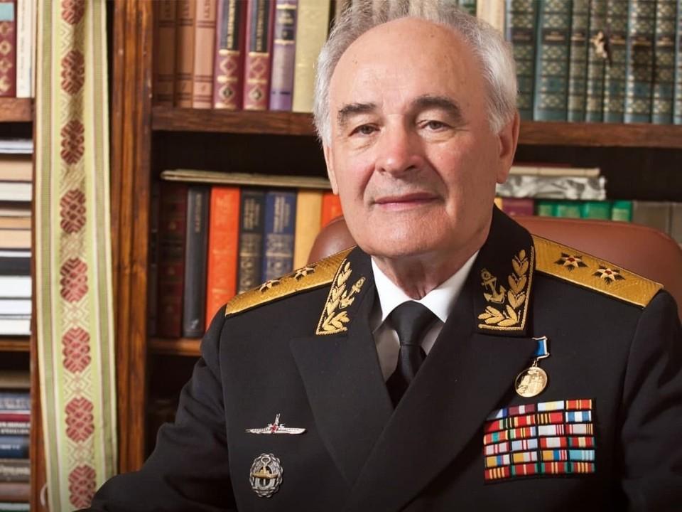 Александр Моор поздравил с 90-летием вице-адмирала Николая Хромова.