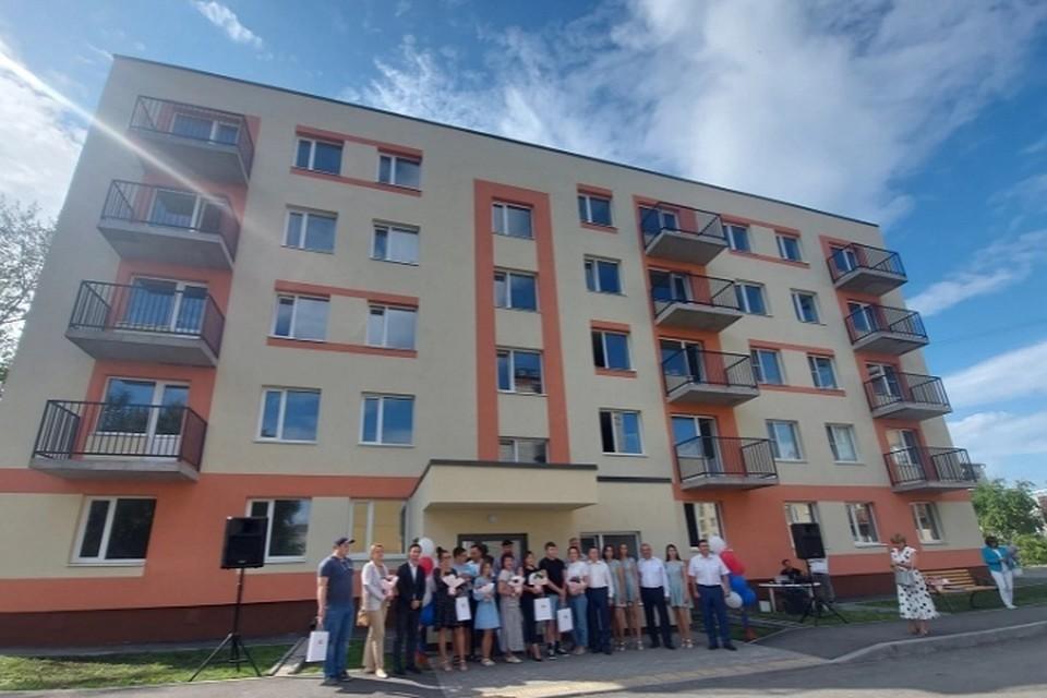 Среди тех, кто заедет в новые квартиры есть как молодые, так и опытные специалисты Фото: Минздрав Свердловской области