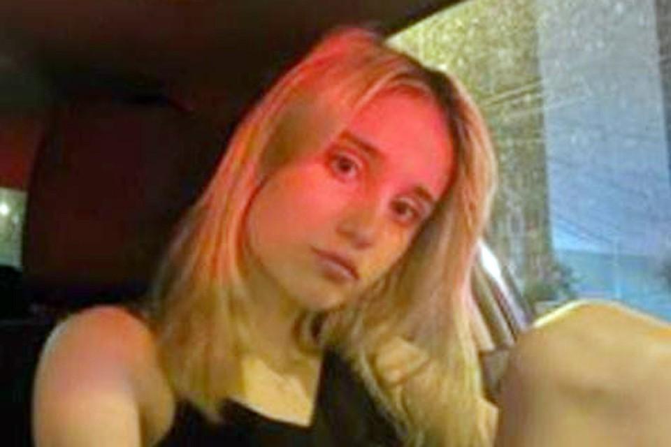 Пока девушка находится под домашним арестом на даче. Пользоваться интернетом и телефоном ей запрещено