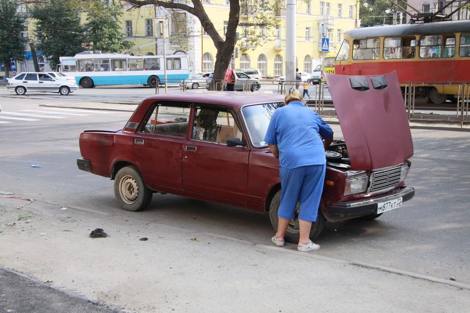 Мастер решил воспользоваться чужой машиной и отправился на ней по своим делам, но сотрудники полиции прервали поездку.