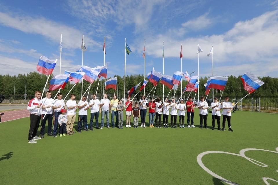 В Ханты-Мансийске провели акцию в поддержку югорской команды на Олимпийских играх в Токио Фото: Городской информационный центр