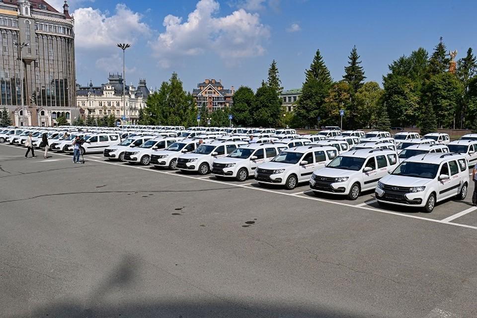 Все машины оснащены медицинскими носилками. Фото: president.tatarstan.ru