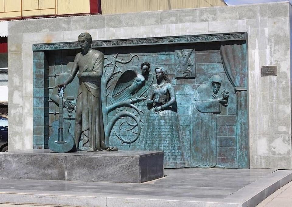 Памятник Высоцкому останется около дворца спорта на Молодогвардейской