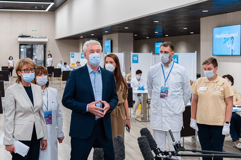 Мэр напомнил, что столичные медики с 5 декабря 2020 года проводят массовую бесплатную вакцинацию от коронавируса