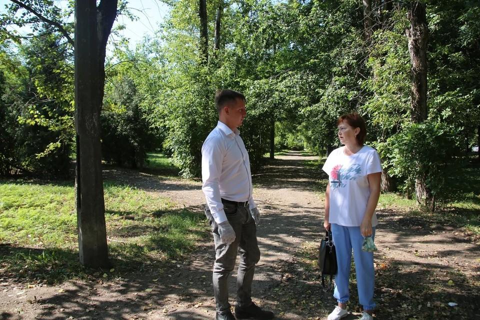 Депутат Илья Холодов в помощи местным жителям не отказал. Фото: ТГД