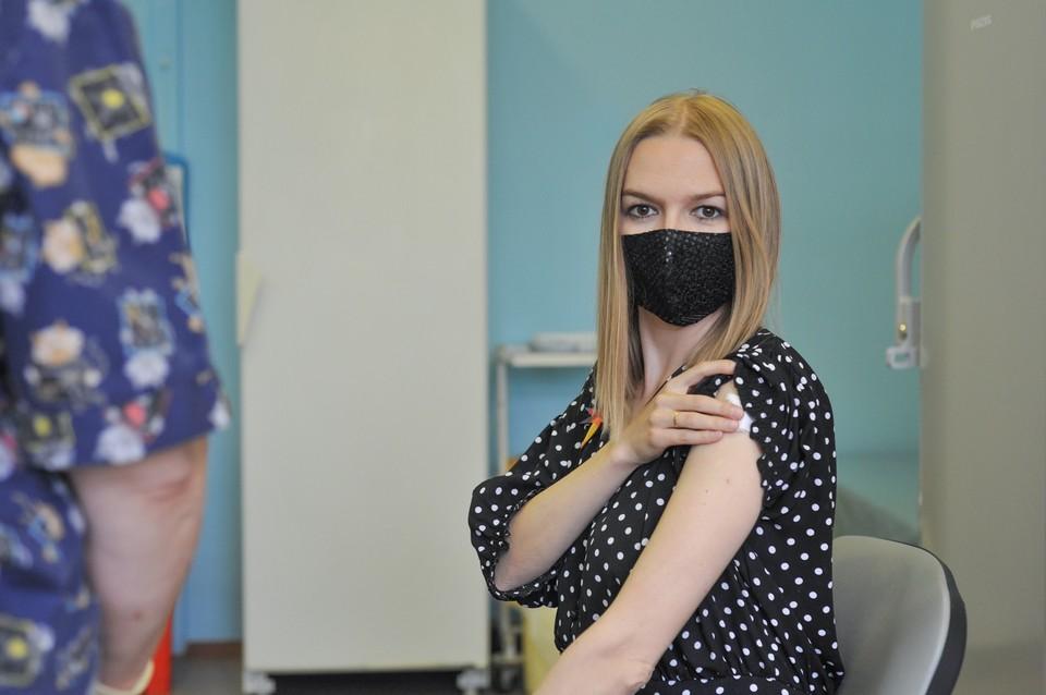 Даже после прививки нужно носить маску и соблюдать дистанцию