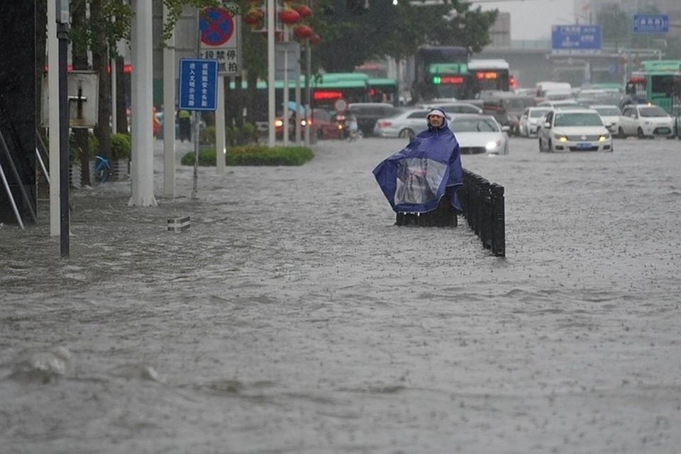 Около 200 тысяч человек эвакуировали из-за наводнения в Китае