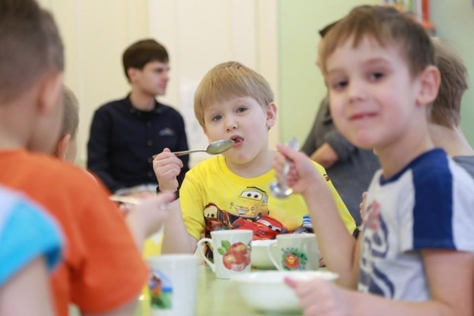 Губернатор проинспектировал ход строительства школы и детсада в Соловьиной роще.