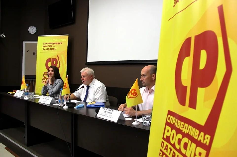 Основной темой пресс-конференции стали инициативы партии, направленные на борьбу с бедностью, отмену пенсионной реформы и на решение других задач социально-экономического развития страны.