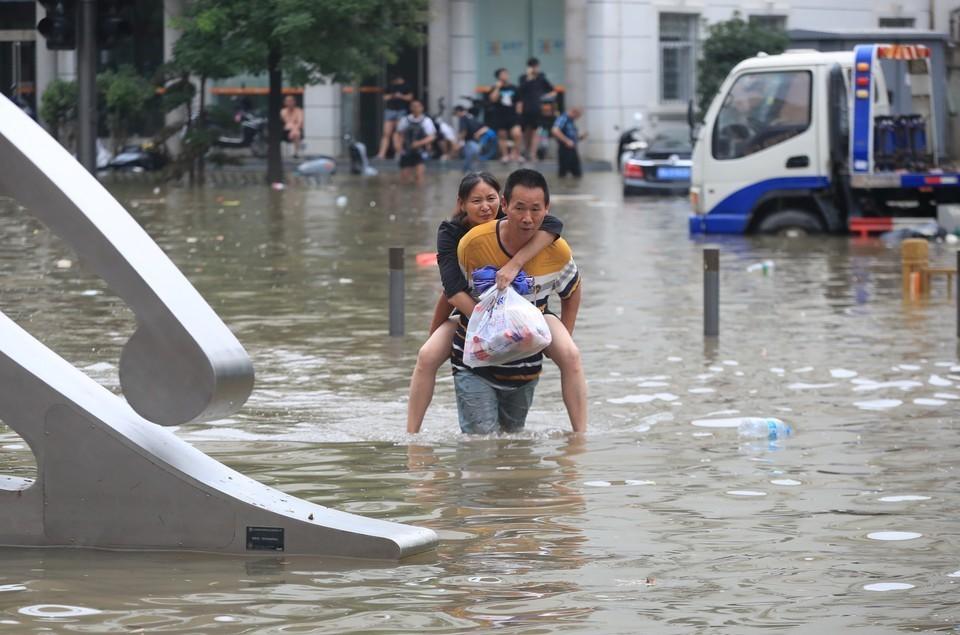 В Китае число жертв наводнения увеличилось до 33 человек