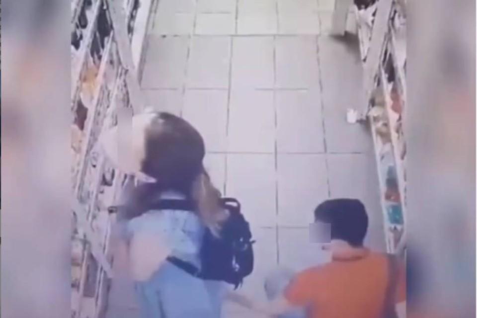 """""""Не поворачивайтесь к нему спиной"""": в Бурятии завелся """"подъюбник"""", который фотографирует нижнее белье девушек в супермармаркетах"""