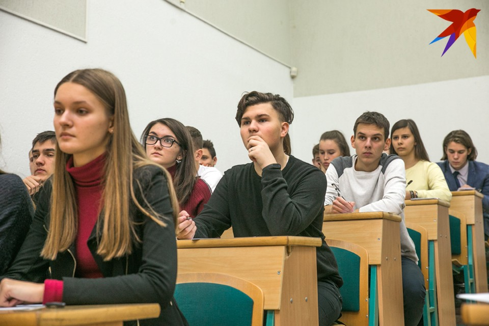 Студентов высших и средних учебных заведений области будут заселять в общежития только со справкой о перенесенном коронавирусе или о вакцинации.