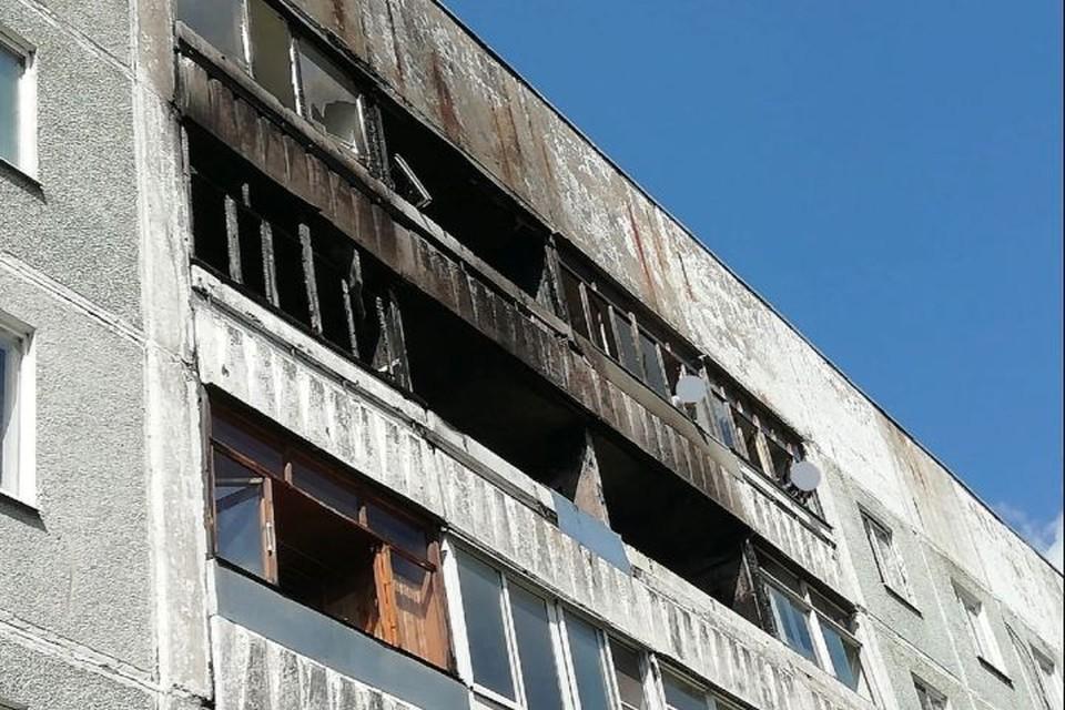 """Пламя охватило квартиру на четвертом этаже пятиэтажного дома. Фото: группа ВКонтакте """"Ярославль Live"""""""