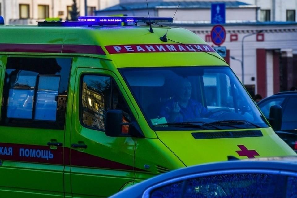 В Новосибирске на трехлетнего мальчика упал плазменный телевизор.