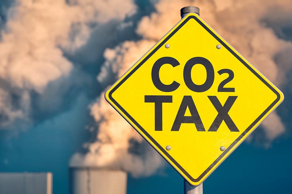 Углеродным налогом планируют облагать всех производителей, которые слишком сильно загрязняют атмосферу и нагревают планету.