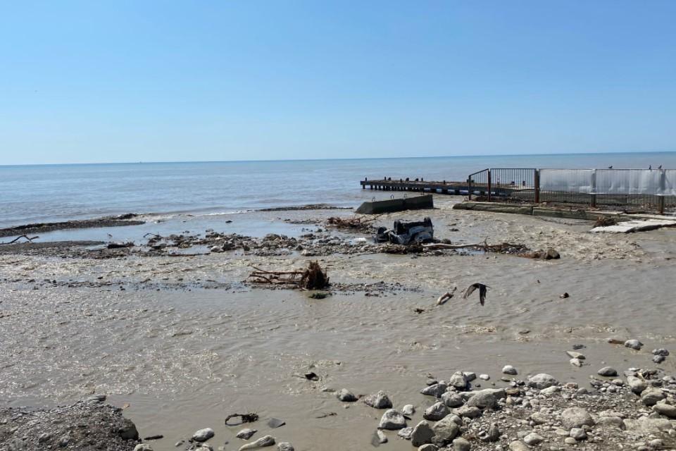 Ялтинские пляжи закрыли сразу после наводнения 18 июня