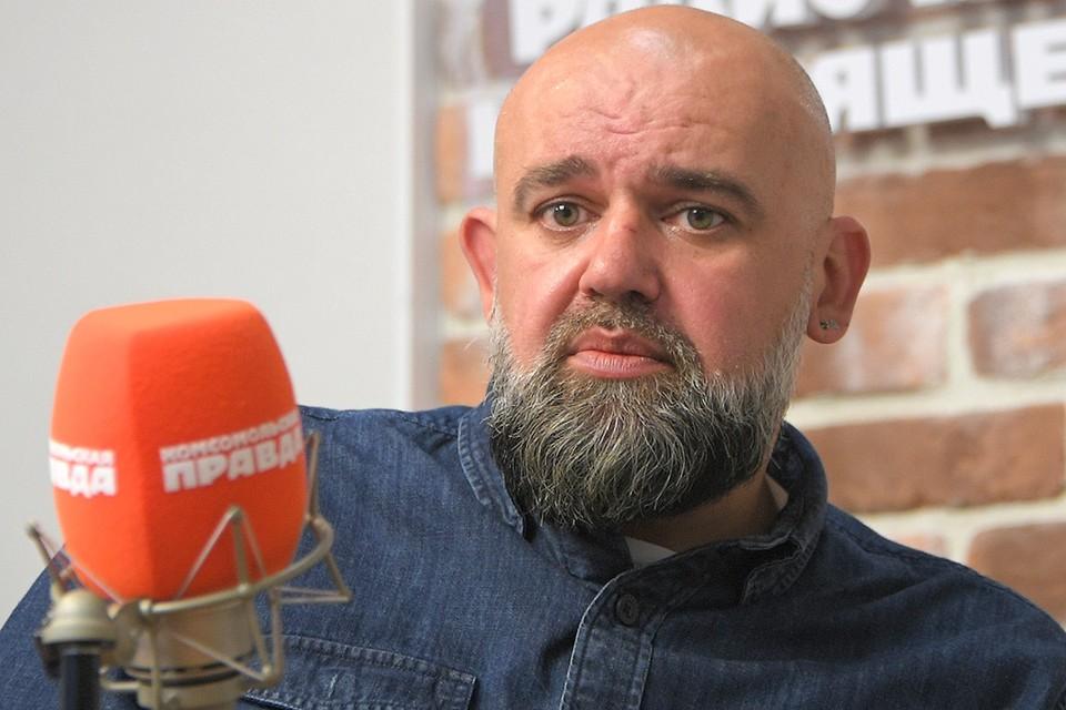 """Денис Проценко в студии Радио """"Комсомольская правда""""."""