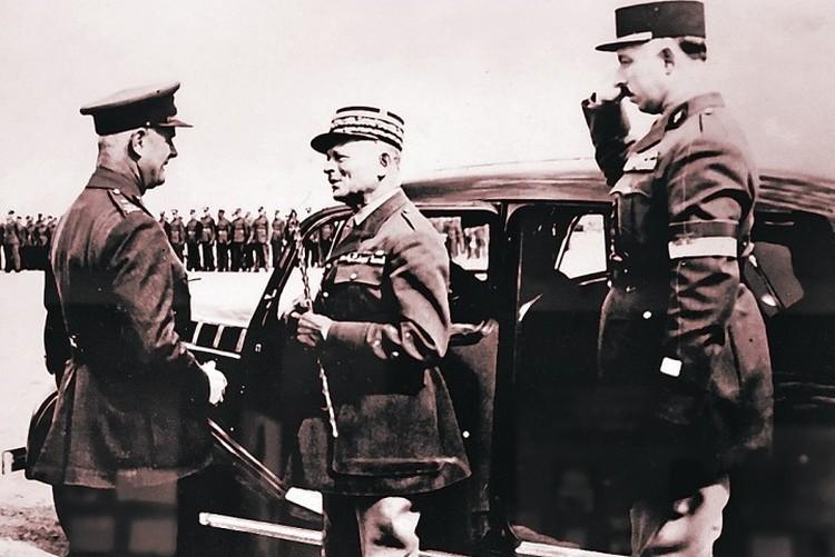 Именно этот французский генерал Вейган (в центре) собирался бомбить Кавказ весной 1940-го. Фото: Российский госархив кинофотодокументов (РГАФКД)