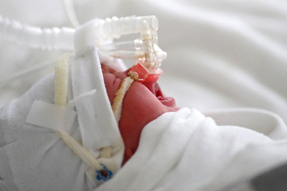 Волгоград. Малыш, появившийся на свет с диагнозом Covid-19, получает кислородную поддержку в одной из больниц города.