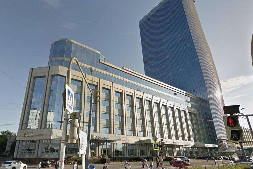 Загорелась облицовка бизнес-центра на площади Конституции в Петербурге. Фото: google.com/maps