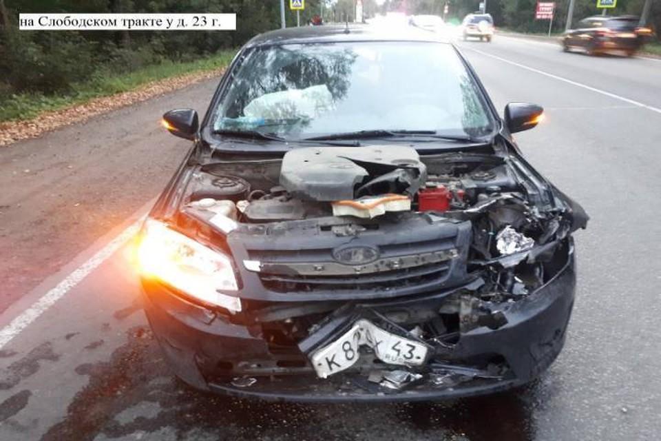 Судя по повреждениям автомобиля можно утверждать, что перед столкновением автомобиль ехал с большой скоростью. Фото: vk.com/gibdd43