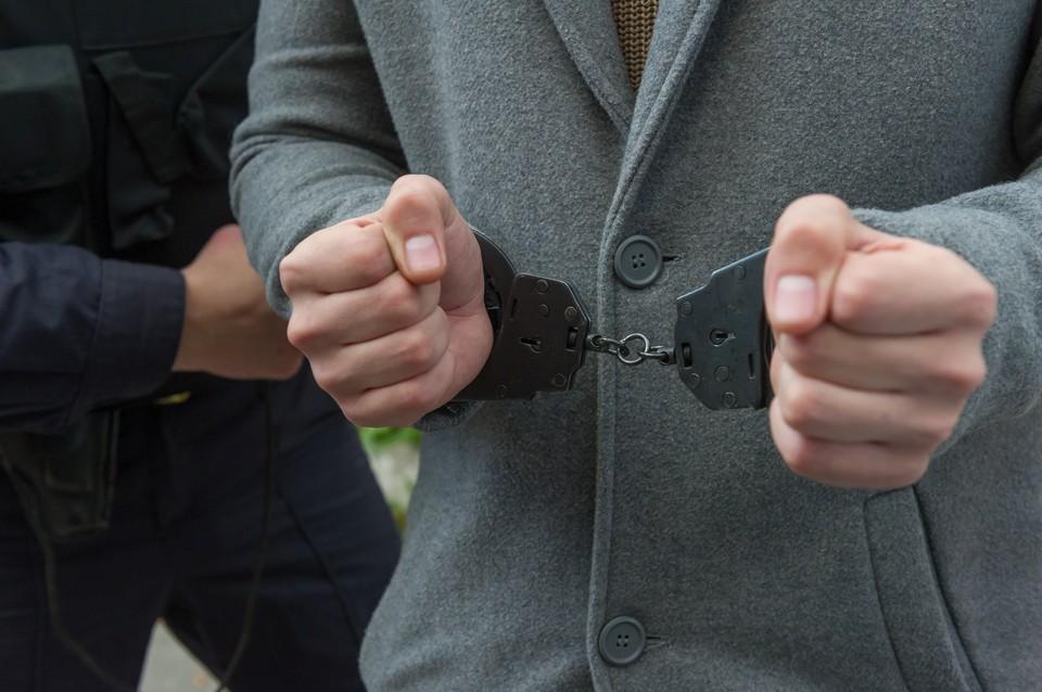 Полиция задержала директора автосервиса, воткнувшего ножницы в грудь автосервису.