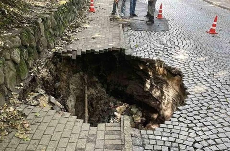 Провал на Калининградском проспекте