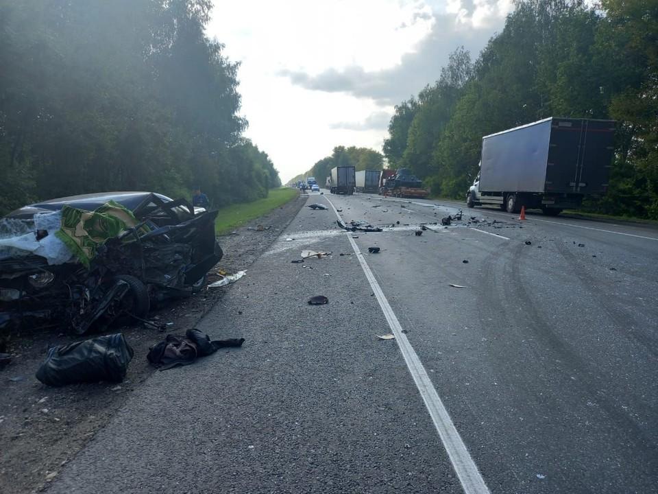 В результате аварии погиб один человек.
