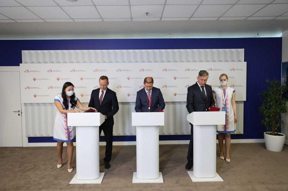 Представители подписали трехстороннее соглашение
