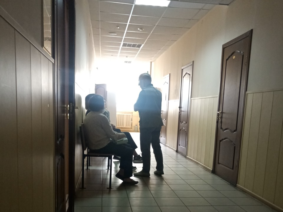 Двух пенсионеров обвиняют в нанесении побоев подростку