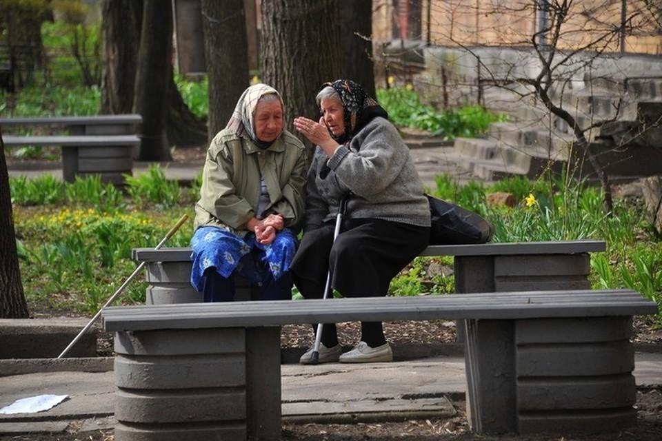 Многие пожилые люди и не подозревают, что после смерти супруга нужно оформить у нотариуса свое право собственности на имущество