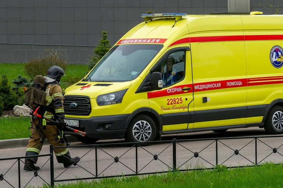 На севере Петербурга произошел пожар в студии на Богатырском проспекте.