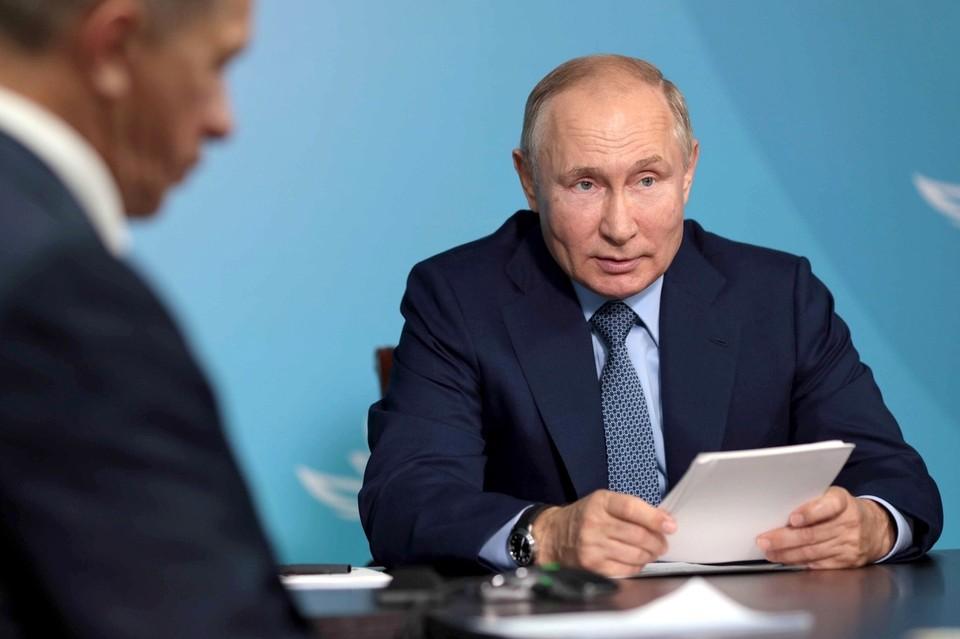 «Идея очень хорошая, мне очень нравится», – прокомментировал Путин планы на строительство рыбного логистического центра. Фото: пресс-служба президента РФ