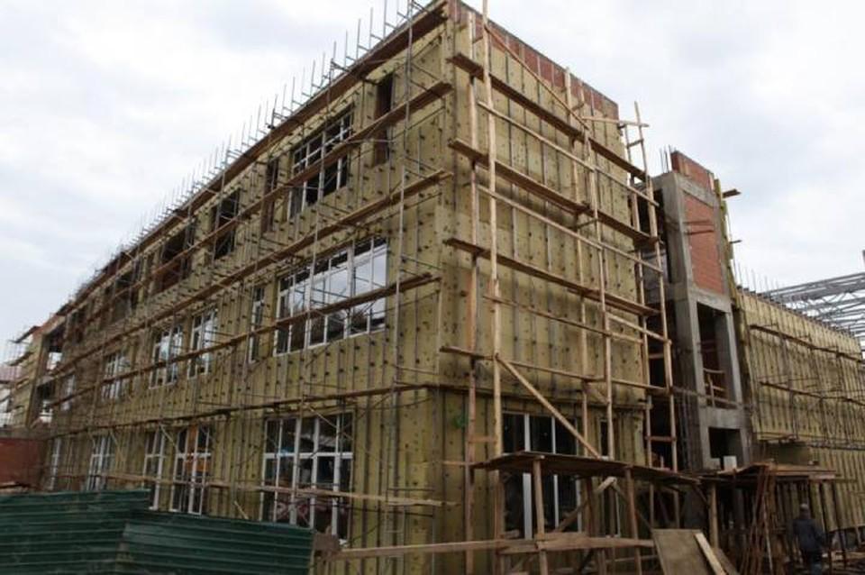 Новый учебный блок школы №14 строят в Иркутске. Фото: Пресс-служба администрации Иркутска.