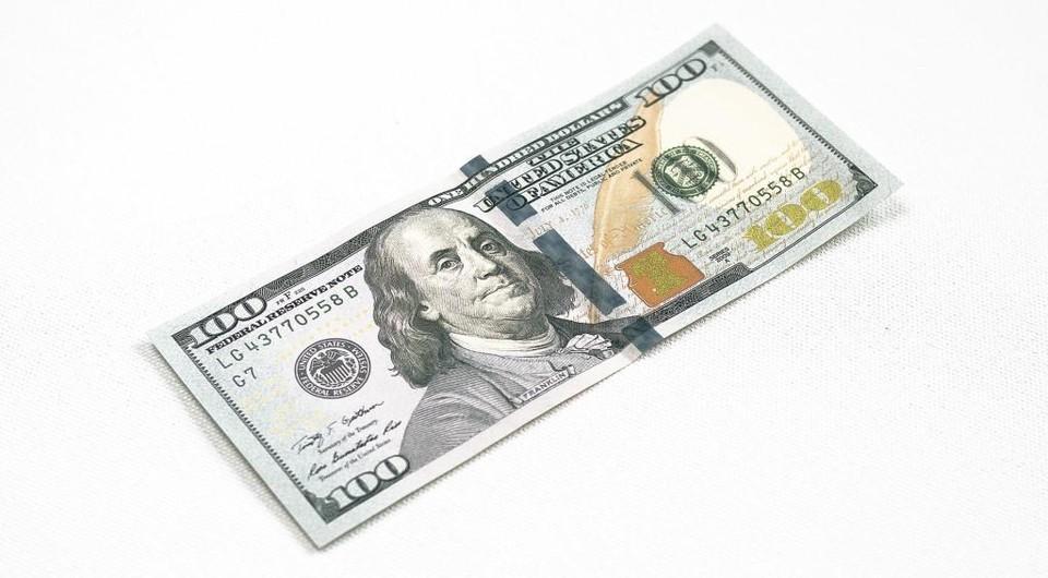 Доллар отступил на 1,57 тенге