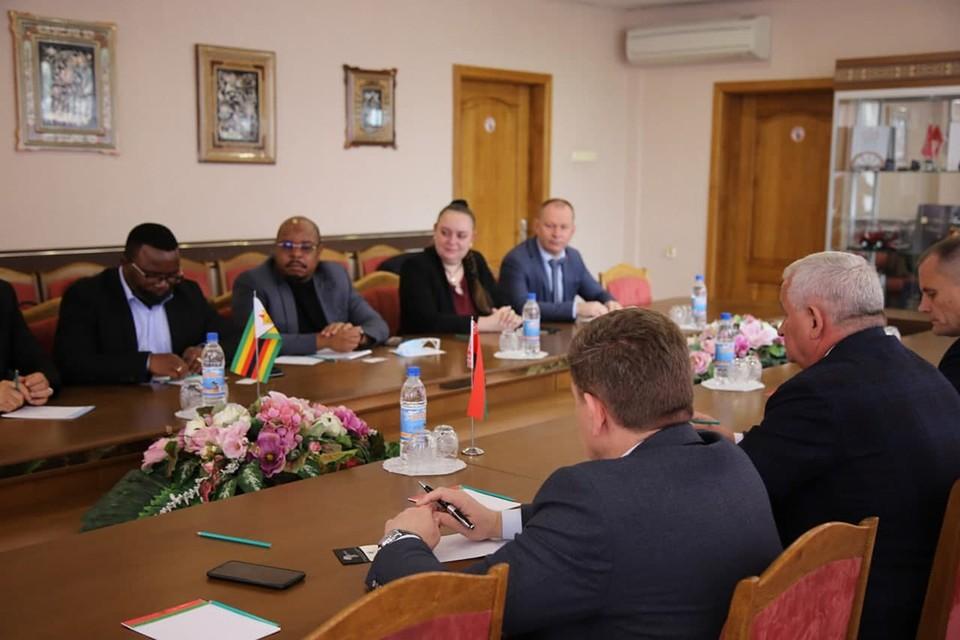 Минпром провел переговоры с алмазной компанией из Зимбабве о поставках белорусской техники. Фото: Минпром
