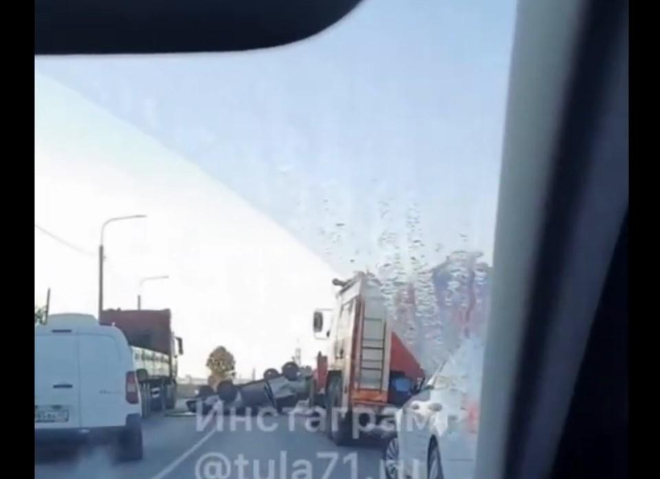Три человека пострадали в аварии с перевернувшейся машиной под Тулой