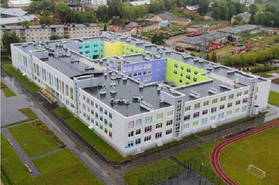 Школа в микрорайоне «Красные казармы» теперь - муниципальная собственность.