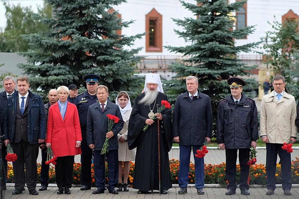 Представители власти Кировской области возложили цветы к Вечному огню. Фото: kirovreg.ru