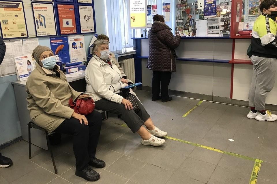 """Пенсионерам начали выдавать """"путинские"""" 10 тысяч живыми деньгами."""