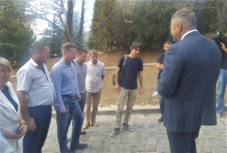 На ул. Суворова собрались эксперты, общественники и представители департамента транспорта и развития дорожно-транспортной инфраструктуры