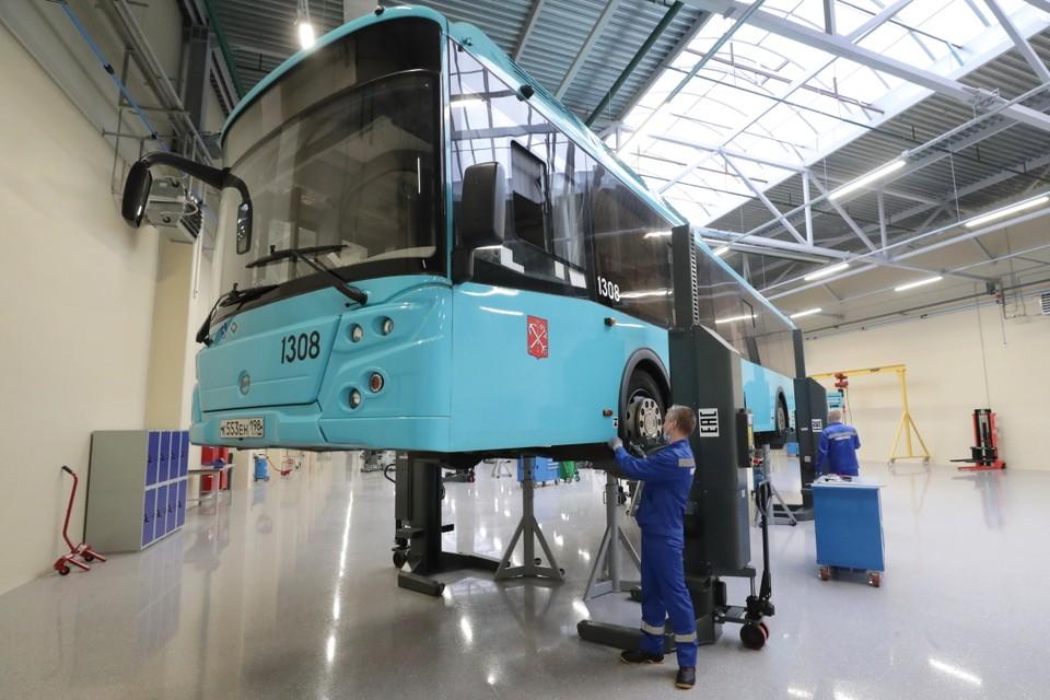 В Петербурге открыли первый автопарк исключительно для автобусов на газомоторном топливе. Фото: Смольный
