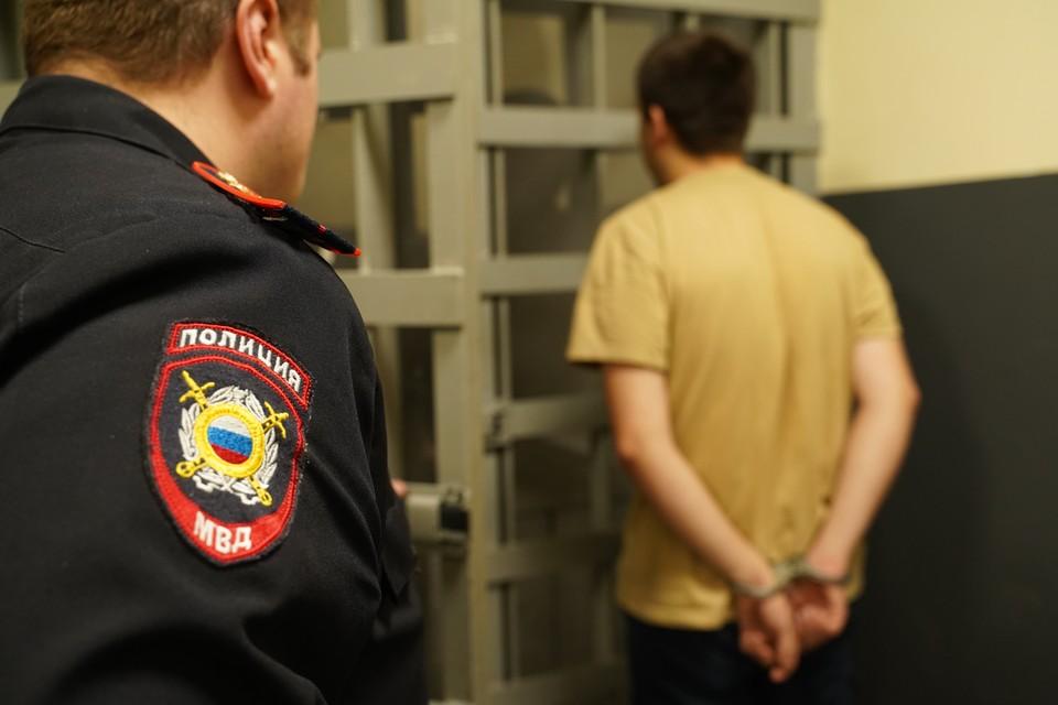 Сахалинец похитил ноутбуки и одежду, а также дважды врывался в магазины с шокером