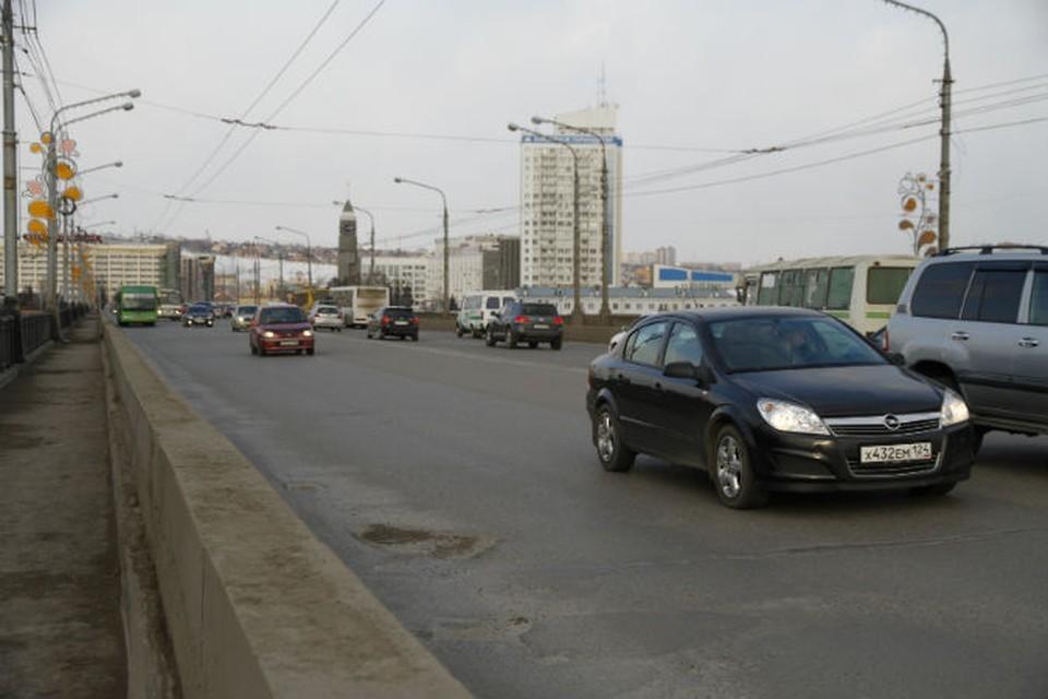 Красноярские спасатели предотвратили самоубийство на мосту