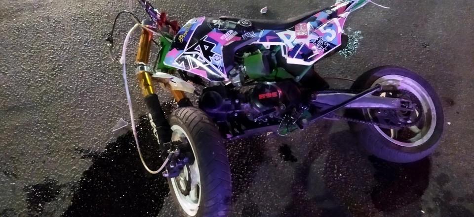 Юный водитель мотоцикла получил ранения