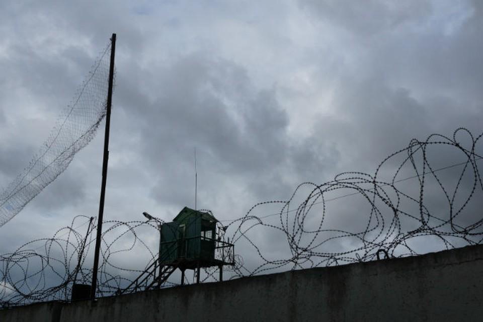 Толпа заключенных напала на сотрудника колонии в Ангарске