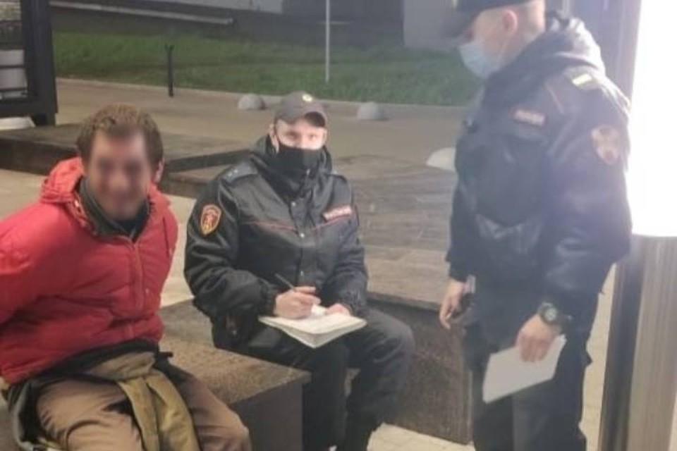 Поджигатель дверей районой администрации в Петербурге заявил, что им повелевали демоны / Фото: Росгвардия