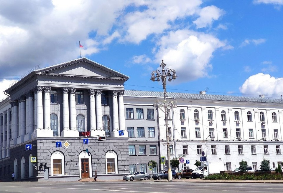 В Курске продолжается работа по приведению в порядок городского наружного освещения